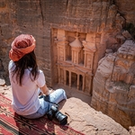 Asian,Woman,Traveler,Sitting,On,Carpet,Viewpoint,In,Petra,Ancient